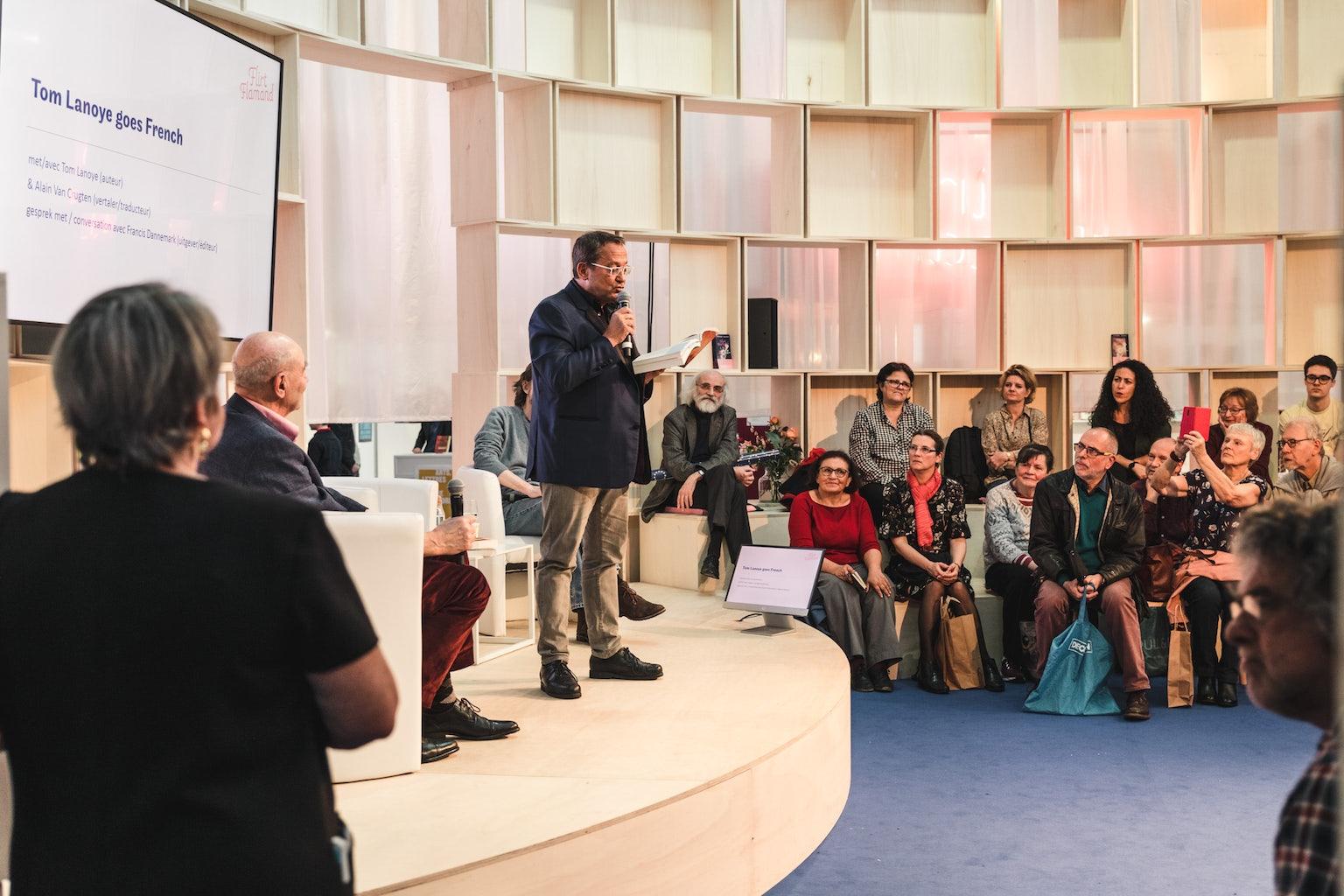 Tom Lanoye op het podium tijdens Flirt Flamand 2019