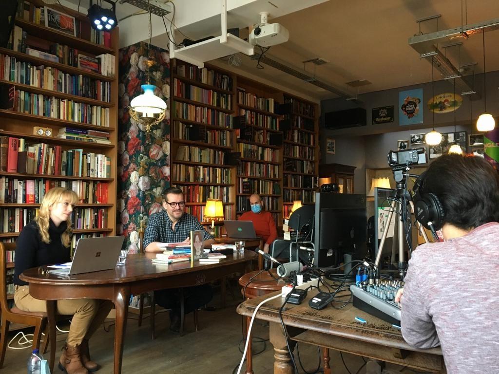 Bart Moeyaert en Emilia Menkveld in café Boekowski