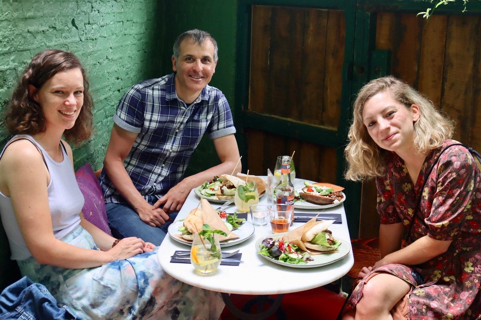 Lunch Vertalershuis: Vertalers Gonzalo Fernández Gómez  en Hannah Perron met Esther de Gries (Literatuur Vlaanderen)